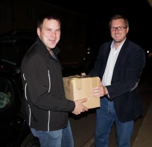 Bezirksgeschäftsführer Werner Brandstetter versorgt uns mit diversen Materialien für die Arbeit in der Gemeinde