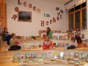 Einladung für alle Leseratten und Bücherwürmer zur Buchausstellung 2013