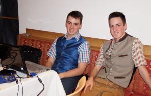 Patrik und Dominik arbeiten in allen Bereichen mit