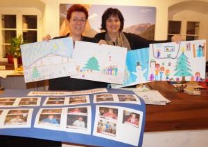 Birgit und Barbara freuen sich besonders über die Ausstellung der Zeichnungen unserer kleinen Künstler