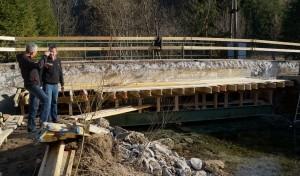 Blick unter die Brücke - Vize Sepp Schachner betreut das Projekt. Lieber Sepp, danke für deinen Einsatz.