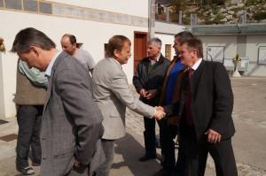 Eine gute diskussion und ein Handschlag - so gehört verhandelt!