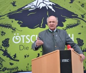 In seine Festrede lobt Lh Erwin Pröll die gute Vorbereitungsarbeit und wünscht weiterhin viel Erfolg!