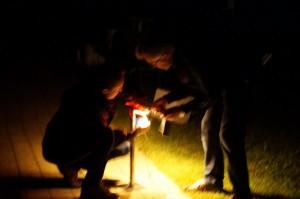 Aus der Dunkelheit wurde stockfinstere Nacht, aber unser Elektriker  Bert Sollböck  stand uns bis zum Ende mit Rat und Tat zur Seite.