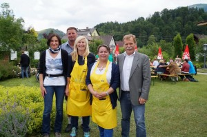 Renate, Kati und Elfi - bestens unterstützt von Markus- versorgten die Gäste. Herzlichen Dank für euren Einsatz!