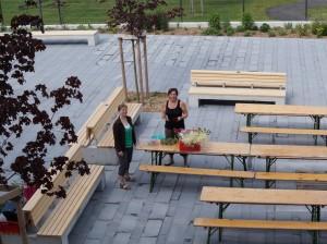 Barbara und Martina bei den Vorbereitungsarbeiten - danke für euren Einsatz!