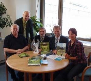 Lieber Ewald, danke für die Einladung. Wir - Peter Haslacher (ÖAV), Dr. Ewald Galle Lebensministerium), Ing, Ladislav Jirasko, und Christina Schwann freuen uns auf gute Zusammenarbeit!