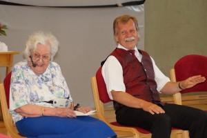 Ein amüsanter Höhepunkt des abwechslungsreichen Abschlussabends war der Sitztanz, geleitet von der ältesten Teilnehmerin Frau Beermann aus Wien. Die 97-jährige begeisterte die Tänzerinnen mit  ihrer unbekümmerten Art und ihrem Humor!