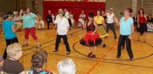 Tolle Vorführung einer Tanzgruppe