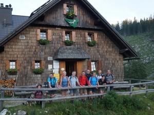 Nach einem gemütlichen Abend auf der Ybbstalerhütte - aufbruch zum Dürrensteingipfel. Liebe Inge, danke für die hervorragende Bewirtung!