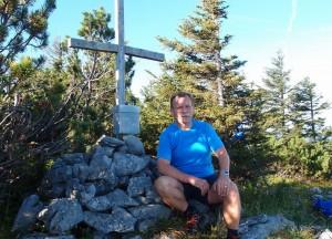 Kurze Rast am Gipfel des Großen Hetzkogels