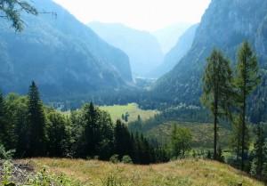 Nach ziemlich langem Abstieg durch das Bärental ist die alte Heimat Rotmoos/Weichselboden   in Sicht