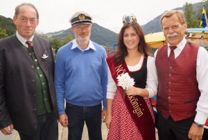 tourismusobmann Hans Mayr und Kapitän Karl leichtfried halfen mit. Herzlichen Dank für eure Unterstützung