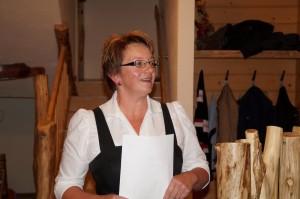 Gemeindebäuerin Andrea Strohmayer begrüßt die Gäste