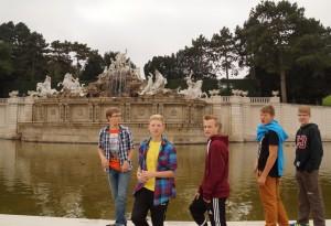 Vor dem Neptunbrunnen