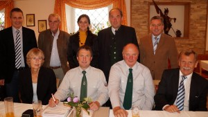 ÖKB Vorstand mit ehrengästen und einigen neuen unterstützenden Mitgliedern.