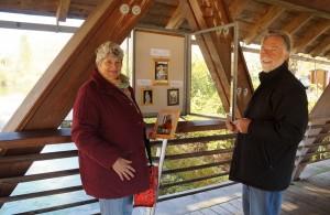 Maria und Hans Sieberer bei der Ausstellungsvorbereitung - Danke für euer Engagement.