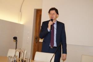 Bezirkshauptmann Mag. Hans Seper begrüßt und leitet die Sitzung