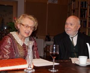 Ehepaar Töpper läßt uns an ihrem Gespräch beim Kaffee teilhaben