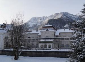 Vorbei an Schloss Seehof