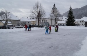 Eislaufen im Ortszentrum - Herzlichen Dank den FCL-Eismachern!