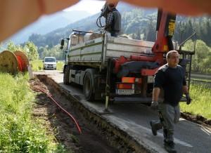 Verlegung eines Leerrohres für Glasfaser auf der Strecke zwischen Lunz und Opponitz - dort gibt es einen Anschluss an ein bestehendes Netz.