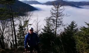 Blick vom Rehberg über das noch im Nebel verborgene Lunz